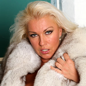 Lana Cox fox fur fetish russian milf