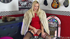 Sexy Samantha Alexandra fingers herself in a diner under her fox fur coat