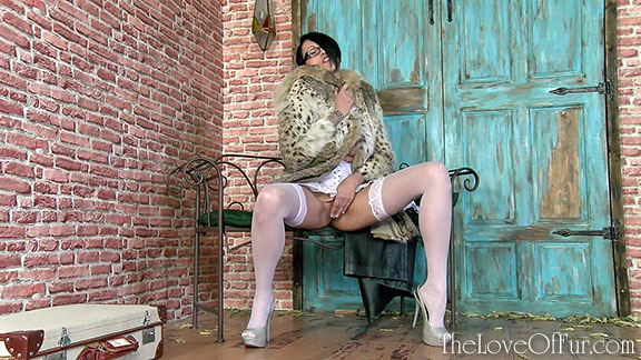 tia saint hot asian babe lynx fur coat fetish love stockings high heels glasses